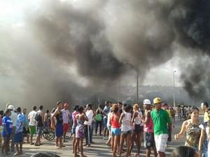 """""""Situação está insuportavel"""", diz manifestante (Foto: Laura Abreu/Divulgação)"""