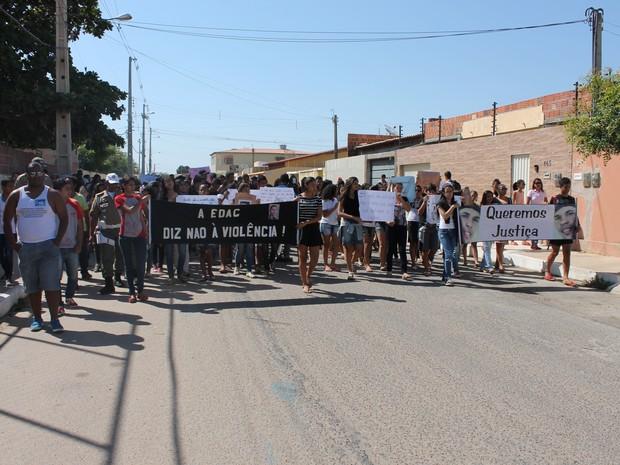 Manifesto pela morte de Alisson (Foto: Amanda Franco/ G1)