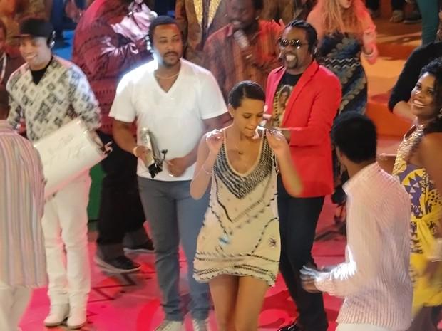 Além de engajada, Taís também mostra que tem samba no pé (Foto: Esquenta!/TV Globo)