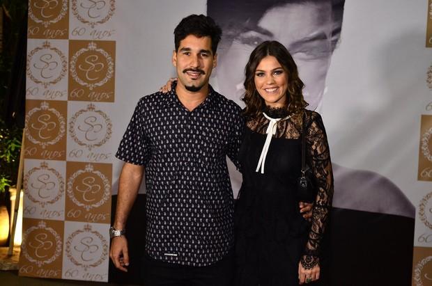 Pamela Tomé com o namorado  (Foto: Roberto Teixeira / ego)