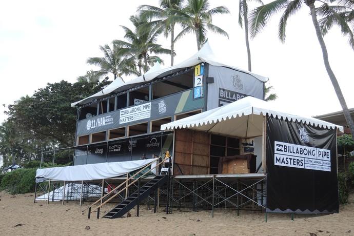 Palanque da etapa do Circuito Mundial de Surfe em Pipeline no Havaí (Foto: David Abramvezt)