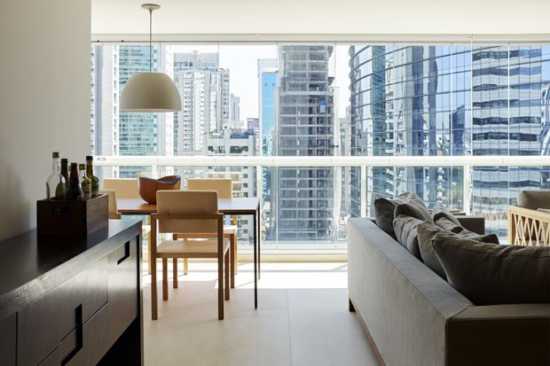 Soluções simples em um apartamento que acolhe quem está de passagem (Foto: Ilana Bessler)