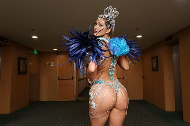 Resultado de imagem para Lívia Andrade de biquini com corpao