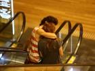 Sophia Abrahão ganha beijo de Fiuk durante passeio no Rio