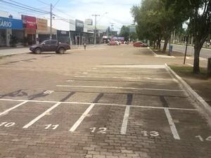 Movimento no comércio da avenida JK caiu em Palmas (Foto: João Guilherme Lobasz/ G1)