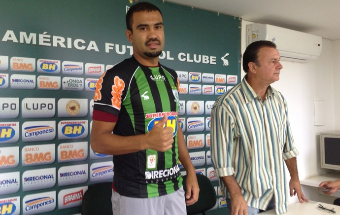 zagueiro Renato Santos no América-MG (Foto: Marcelo Jordy)