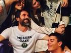 Isabella Santoni e Rafael Vitti aparecem coladinhos em foto