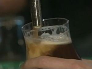 Lei Seca reduz vendas de bebidas em até 30% nos bares de Curitiba (Foto:  Reprodução/RBS TV)