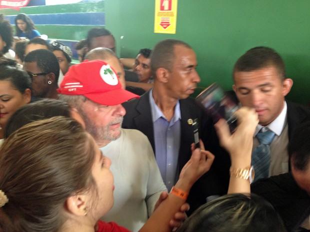O ex-presidente Lula chega a congresso do PT, em Brasília (Foto: Renan Ramalho/G1)