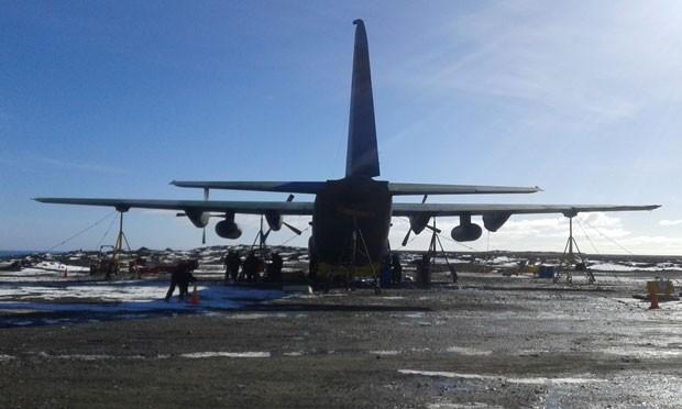 FAB quer trazer voando o Hércules deixado na Antártica após acidente