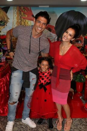 Marlos Cruz e Maytê Piragibe em festa da filha, Violeta, no Rio (Foto: Daniel Delmiro/ Ag. News)