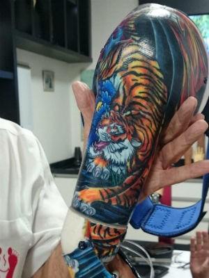 Desenho de tigre foi doado por tatuador (Foto: Ana Carolina Levorato/G1)