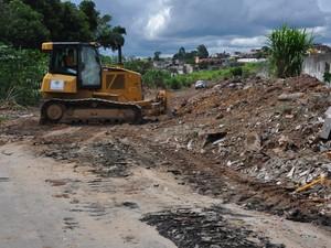 Limpeza em terreno do Jardim Miraí, em Itaquaquecetuba, foi feita após pedido da polícia. (Foto: Divulgação/Polícia Militar)