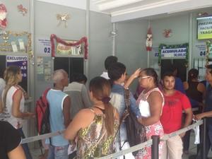 Lotérica que emitiu bilhete ganhador ficou cheia após sorteio da Quina (Foto: Abinoan Santiago/G1)