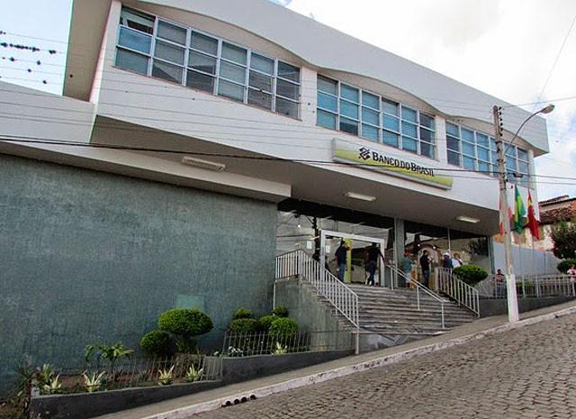 Fachada da agência assaltada em Mairi, na Bahia (Foto: Aurino Antônio Soares / Mairi News)