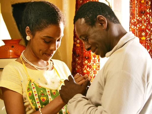 Sophie Okonedo e David Harewood em 'Mrs. Mandela' (Foto: Divulgação)