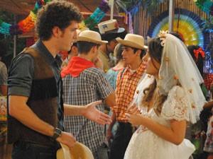 Cristal fica decepcionada ao saber que Gabriel não quer casar (Foto: Malhação / Tv Globo)