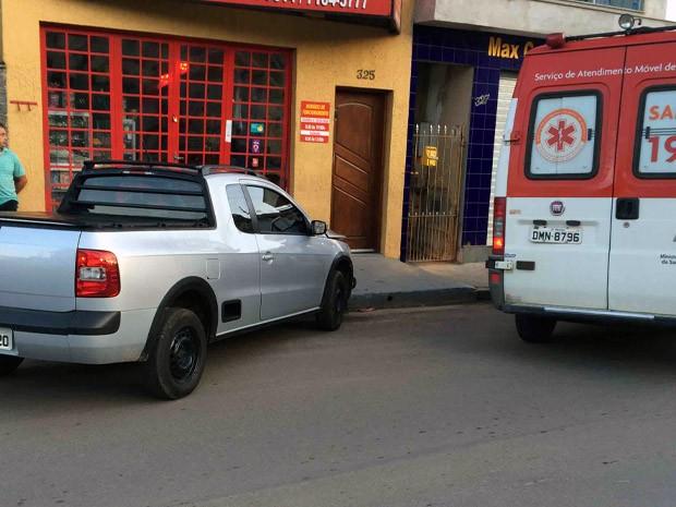 Carro desgovernado atinge comércio em Piracaia, SP (Foto: José Eurides/ Arquivo Pessoal)