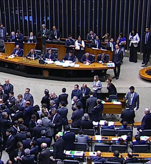 Divergência s entre parlamentares (Hora 1)