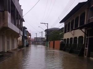 Órgão iformou ainda que 49 pessoas, de Nova Almeida, na Serra, foram abrigadas na Escola Leonor. (Foto: Mayron Rocha/ VC no ESTV)