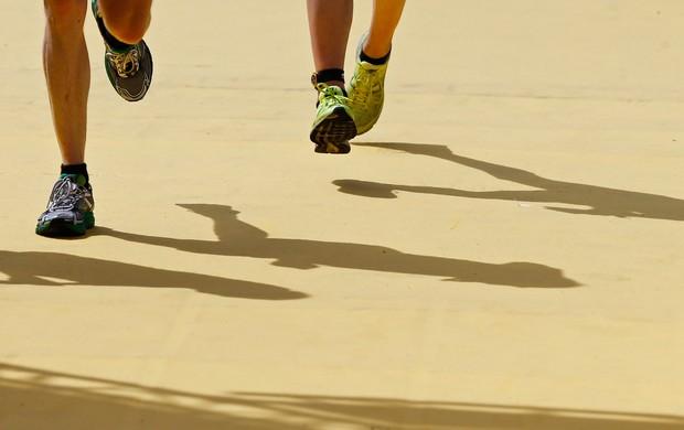 corrida sombra tênis maratona viena eu atleta (Foto: Agência Reuters)