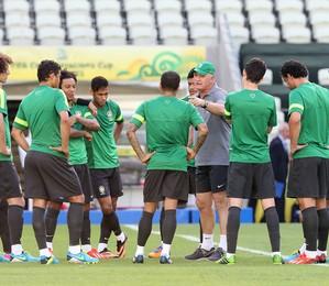 Nesta terça-feira (25), o técnico da seleção brasileira, Luiz Felipe Scolari,  realizou um treino no campo do Mineirão.  (Foto: AP Photo)