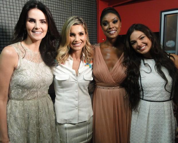 Lisandra Souto, Flávia Alessandra, Cris Vianna e Isis Valverde nos bastidores (Foto: Domingão do Faustão / TV Globo)