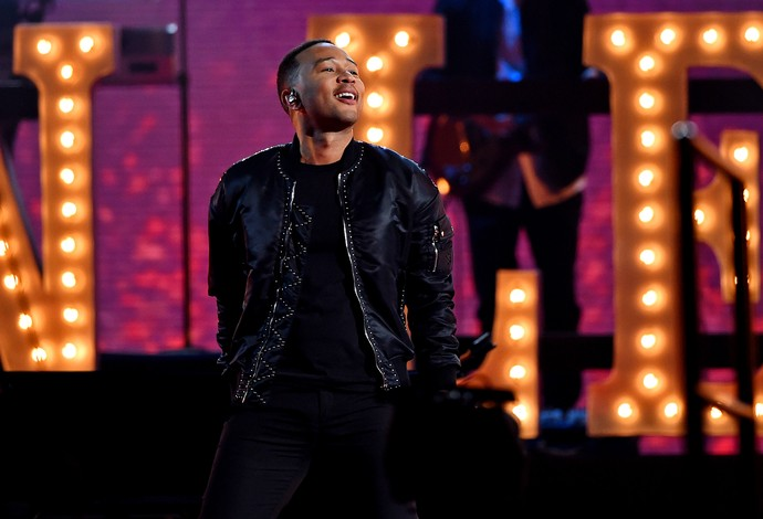 John Legend comanda o show do intervalo no All-Star Game (Foto: Reuters)