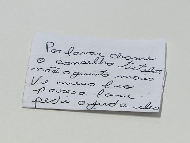 Mãe deixou bilhete em que afirma não aguentar mais ver filhos passando fome (Foto: Reprodução/RBSTV)