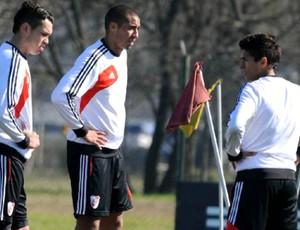 Lanzini e Trezeguet River Plate (Foto: Reprodução / Site Oficial)