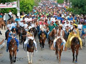Cavalgada deu início à Vaquejda de Serrinha, na Bahia (Foto: Reprodução/ Instagram)