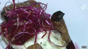 Bistrô parisiense aposta em pratos com insetos (Foto: BBC)