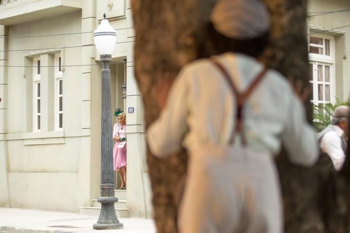 A pedido de Maria, Pirulito passa a vigiar a rotina de Sandra (Foto: Fabiano Battaglin / Gshow)