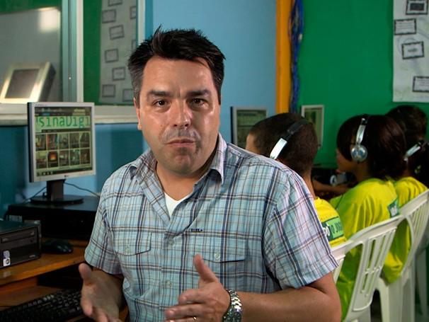 Renato Cunha mostra o trabalho da Usina Digital (Foto: Globo)