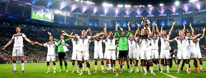 Alemanha com a taça da Copa do Mundo (Foto: Getty Images)