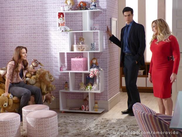 Paloma se emociona com decoração do quarto de Paulinha (Foto: Amor à Vida / TV Globo)