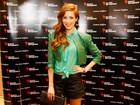 Sophia Abrahão usa short curtinho e blusa transparente em evento