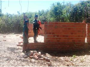 Dono da construção foi autuado em R$ 10 mil e obra foi embargada por fiscalização, em Arapoema (Foto: Divulgação/Ascom Naturatins)