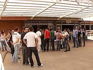 Profissionais da saúde paralisam as atividades em Uberlândia, MG (Foto: Reprodução/TV Integração)