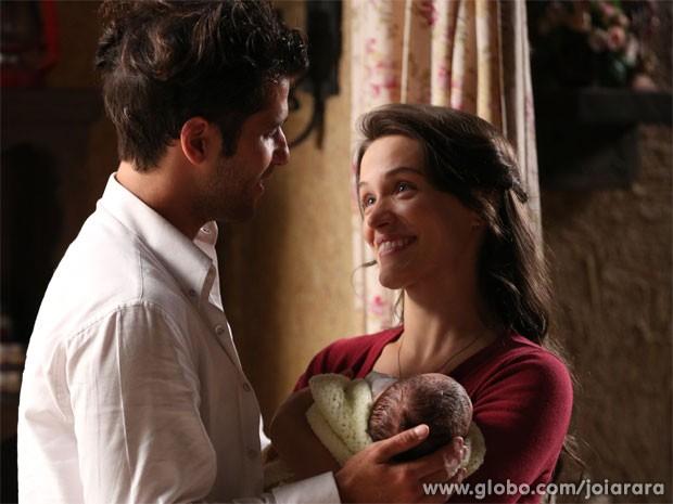 Franz se declara para Amelinha e conta que não a abandonou (Foto: Joia Rara/ TV Globo)