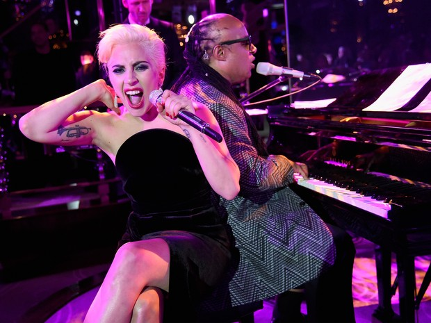 Lady Gaga e Stevie Wonder em festa em Nova York, nos Estados Unidos (Foto: Kevin Mazur/ Getty Images)