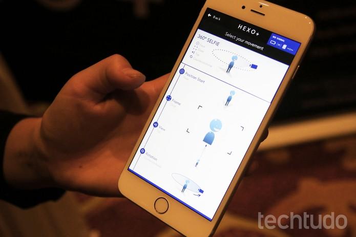 Hexo+ tem um app em que o usuário pode definir o padrão de navegação, a distância e altitude do drone (Foto: Fabrício Vitorino/TechTudo)