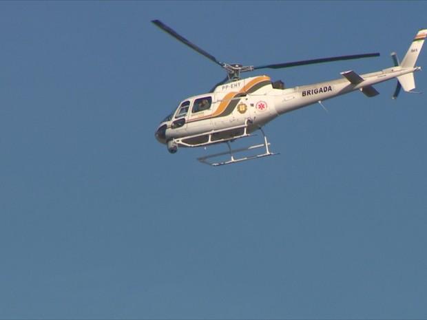 Helicóptero auxilia nas buscas a homem que fugiu da prisão no RS (Foto: Reprodução/RBS TV)