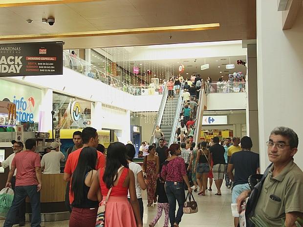 Movimento nos shoppings de Manaus continua intenso (Foto: Marcos Dantas/G1 AM)