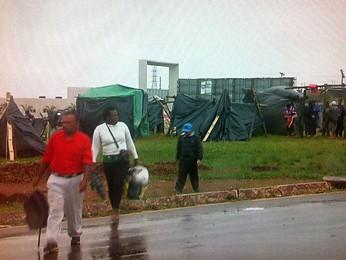 MTST invade terreno no Recanto das Emas, no DF, onde funcionaria o projeto 'Cidade dos meninos' (Foto: TV Globo/Reprodução)