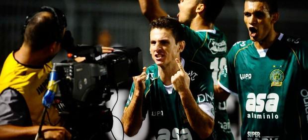 Fumagalli vai até a câmera para vibrar o gol de empate no dérbi (Foto: Marcos Ribolli / Globoesporte.com)