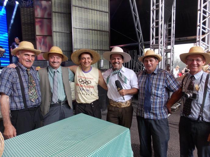 Galpão Crioulo Festa da Uva Neto Fagundes e os integrantes da Olimpíada Colonial (Foto: Nice Sordi/RBS TV)