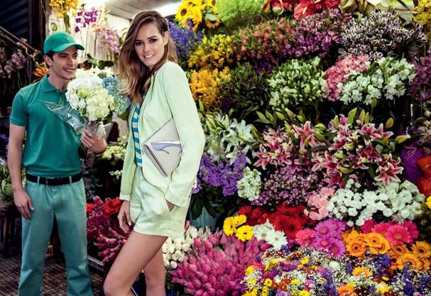 Blazer R$478, blusa R$398 e short R$328 tudo Animale, bolsa Christian Dior  (Foto: Tiago Molinos)