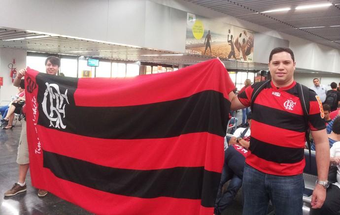 Embarque de alguns torcedores do Flamengo  (Foto: Fred Huber)