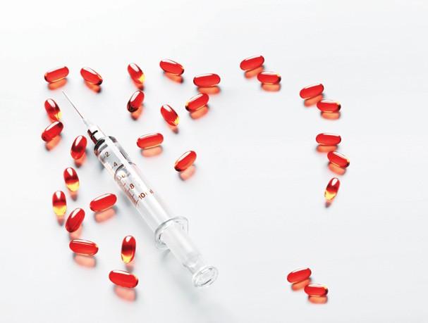 Pilulas e seringa; Imagem produzida para Beleza; Rem (Foto: Marcel Valvassori/Arquivo )